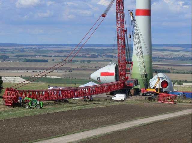 enercon公司e-112风力发电机的吊装图片